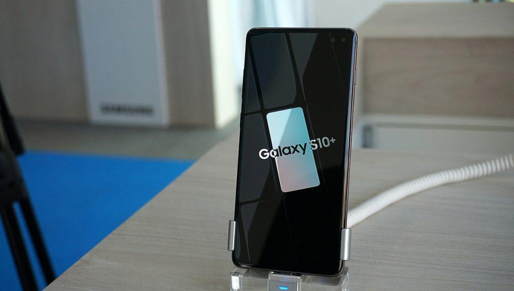 Samsung Galaxy S10 on Display