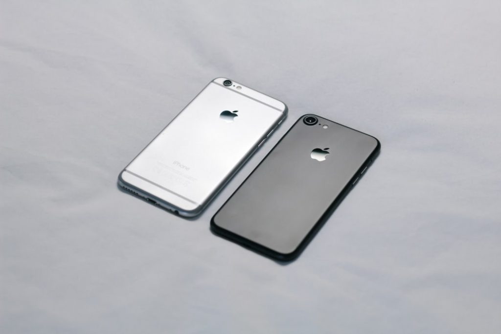 iPhone 6 Vs iPhone 6 Plus Black and Gray